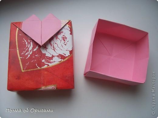 Этому мишке, трепетно прижимающего к себе большое красное сердце без труда удасться передать нежность влюбленного сердца. Для коробочки потребуется два квадрата одинакового размера (в данном случае 20х20см): для медведя - один квадрат, такого же размера, как и для коробки. Дополнительно потребуется квадрат 1/4 от такой величины. фото 27