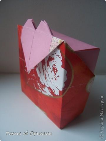 Этому мишке, трепетно прижимающего к себе большое красное сердце без труда удасться передать нежность влюбленного сердца. Для коробочки потребуется два квадрата одинакового размера (в данном случае 20х20см): для медведя - один квадрат, такого же размера, как и для коробки. Дополнительно потребуется квадрат 1/4 от такой величины. фото 28