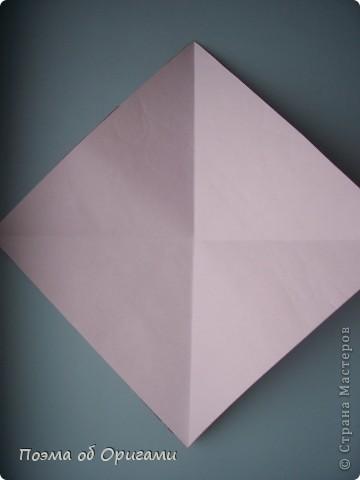 Этому мишке, трепетно прижимающего к себе большое красное сердце без труда удасться передать нежность влюбленного сердца. Для коробочки потребуется два квадрата одинакового размера (в данном случае 20х20см): для медведя - один квадрат, такого же размера, как и для коробки. Дополнительно потребуется квадрат 1/4 от такой величины. фото 29