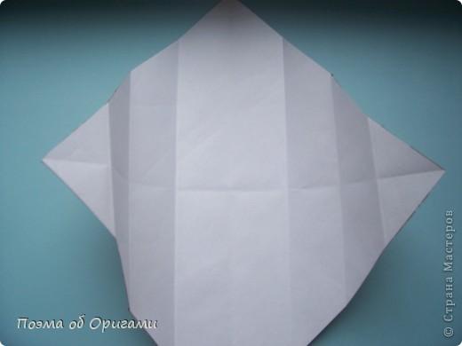 Этому мишке, трепетно прижимающего к себе большое красное сердце без труда удасться передать нежность влюбленного сердца. Для коробочки потребуется два квадрата одинакового размера (в данном случае 20х20см): для медведя - один квадрат, такого же размера, как и для коробки. Дополнительно потребуется квадрат 1/4 от такой величины. фото 32