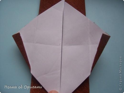 Этому мишке, трепетно прижимающего к себе большое красное сердце без труда удасться передать нежность влюбленного сердца. Для коробочки потребуется два квадрата одинакового размера (в данном случае 20х20см): для медведя - один квадрат, такого же размера, как и для коробки. Дополнительно потребуется квадрат 1/4 от такой величины. фото 35