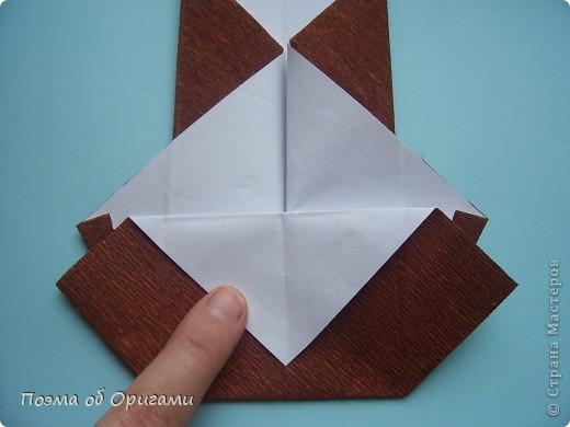 Этому мишке, трепетно прижимающего к себе большое красное сердце без труда удасться передать нежность влюбленного сердца. Для коробочки потребуется два квадрата одинакового размера (в данном случае 20х20см): для медведя - один квадрат, такого же размера, как и для коробки. Дополнительно потребуется квадрат 1/4 от такой величины. фото 40