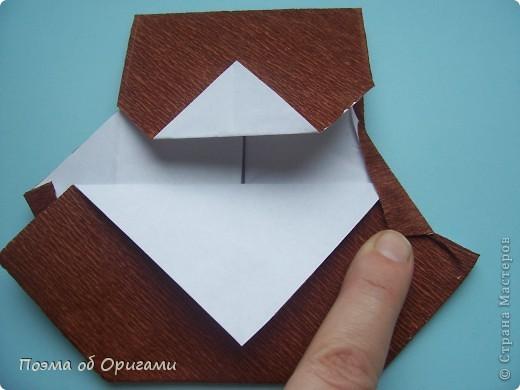 Этому мишке, трепетно прижимающего к себе большое красное сердце без труда удасться передать нежность влюбленного сердца. Для коробочки потребуется два квадрата одинакового размера (в данном случае 20х20см): для медведя - один квадрат, такого же размера, как и для коробки. Дополнительно потребуется квадрат 1/4 от такой величины. фото 42
