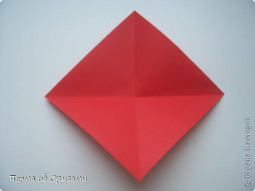Этому мишке, трепетно прижимающего к себе большое красное сердце без труда удасться передать нежность влюбленного сердца. Для коробочки потребуется два квадрата одинакового размера (в данном случае 20х20см): для медведя - один квадрат, такого же размера, как и для коробки. Дополнительно потребуется квадрат 1/4 от такой величины. фото 48