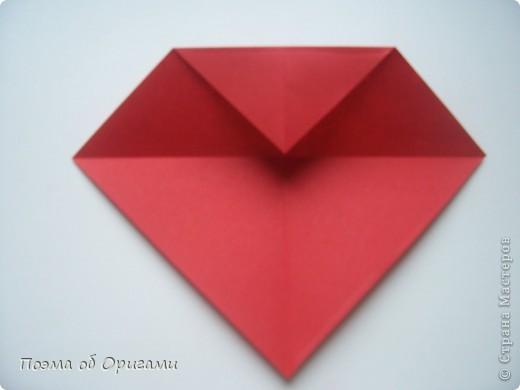Этому мишке, трепетно прижимающего к себе большое красное сердце без труда удасться передать нежность влюбленного сердца. Для коробочки потребуется два квадрата одинакового размера (в данном случае 20х20см): для медведя - один квадрат, такого же размера, как и для коробки. Дополнительно потребуется квадрат 1/4 от такой величины. фото 49