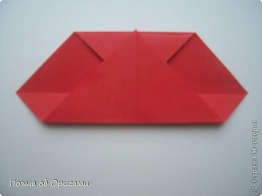 Этому мишке, трепетно прижимающего к себе большое красное сердце без труда удасться передать нежность влюбленного сердца. Для коробочки потребуется два квадрата одинакового размера (в данном случае 20х20см): для медведя - один квадрат, такого же размера, как и для коробки. Дополнительно потребуется квадрат 1/4 от такой величины. фото 50
