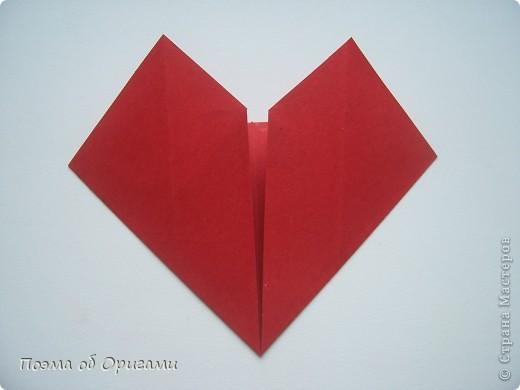 Этому мишке, трепетно прижимающего к себе большое красное сердце без труда удасться передать нежность влюбленного сердца. Для коробочки потребуется два квадрата одинакового размера (в данном случае 20х20см): для медведя - один квадрат, такого же размера, как и для коробки. Дополнительно потребуется квадрат 1/4 от такой величины. фото 52