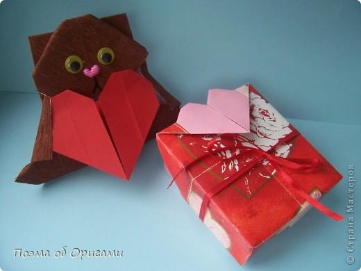 Этому мишке, трепетно прижимающего к себе большое красное сердце без труда удасться передать нежность влюбленного сердца. Для коробочки потребуется два квадрата одинакового размера (в данном случае 20х20см): для медведя - один квадрат, такого же размера, как и для коробки. Дополнительно потребуется квадрат 1/4 от такой величины. фото 55