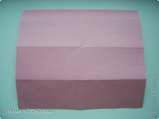 Этому мишке, трепетно прижимающего к себе большое красное сердце без труда удасться передать нежность влюбленного сердца. Для коробочки потребуется два квадрата одинакового размера (в данном случае 20х20см): для медведя - один квадрат, такого же размера, как и для коробки. Дополнительно потребуется квадрат 1/4 от такой величины. фото 7