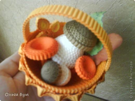 Корзиночка с грибами из гофрокартона.  фото 17
