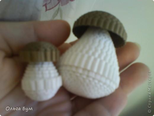 Корзиночка с грибами из гофрокартона.  фото 11
