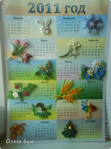 Новогодний календарь, укашенный в технике квиллинг из гофрокартона. К каждому месяцу своя картинка и получается вот такая радось!  фото 1