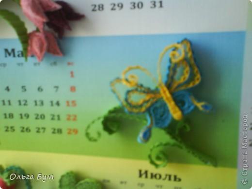 Новогодний календарь, укашенный в технике квиллинг из гофрокартона. К каждому месяцу своя картинка и получается вот такая радось!  фото 12