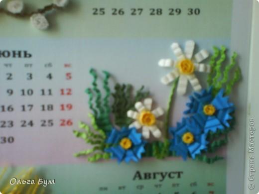 Новогодний календарь, укашенный в технике квиллинг из гофрокартона. К каждому месяцу своя картинка и получается вот такая радось!  фото 14