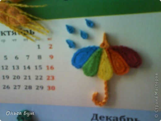Новогодний календарь, укашенный в технике квиллинг из гофрокартона. К каждому месяцу своя картинка и получается вот такая радось!  фото 18
