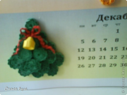 Новогодний календарь, укашенный в технике квиллинг из гофрокартона. К каждому месяцу своя картинка и получается вот такая радось!  фото 20