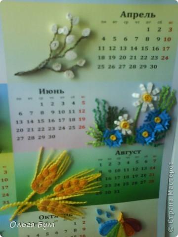 Новогодний календарь, укашенный в технике квиллинг из гофрокартона. К каждому месяцу своя картинка и получается вот такая радось!  фото 10
