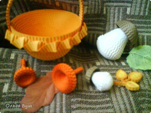 Корзиночка с грибами из гофрокартона.  фото 6