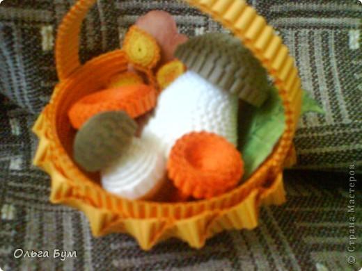 Корзиночка с грибами из гофрокартона.  фото 16