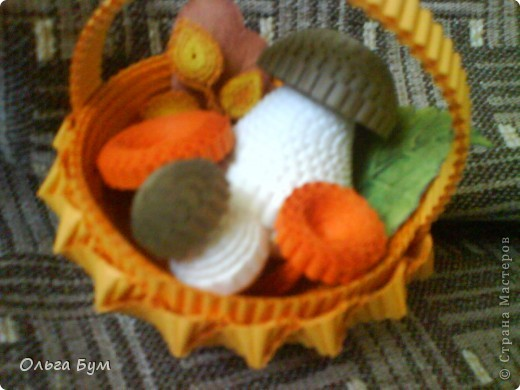 Корзиночка с грибами из гофрокартона.  фото 3