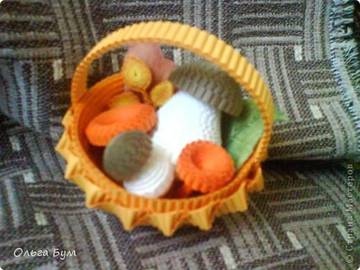 Корзиночка с грибами из гофрокартона.  фото 4