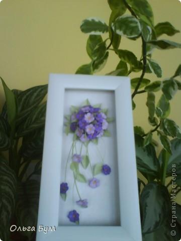 Учебная работа. Тоже нежная, поэтому нравится. На фоне моих любимых домашних цветов. (Фото искажает цвет - на самом деле букетик двух оттенков сиреневого.) фото 1