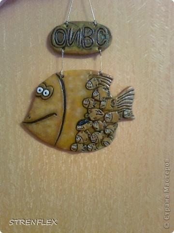 Эта рыбка-мамочка была сделана по МК ANAID, за что ей огромное спасибо! Рыбка была сделана в подарок заведующей моей кафедрой. А маленькие рыбешки это все сотрудники нашей кафедры. фото 11