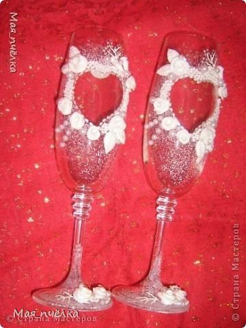 А это моя вторая попытка в оформлении свадебных бокалов. Попыталась выполнить их только в белом цвете фото 1