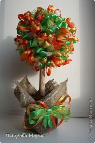 """Не очень удалась форма сердца у кроны дерева. Декор для дерева сделан из китайских колокольчиков """"песнь ветра"""" фото 5"""