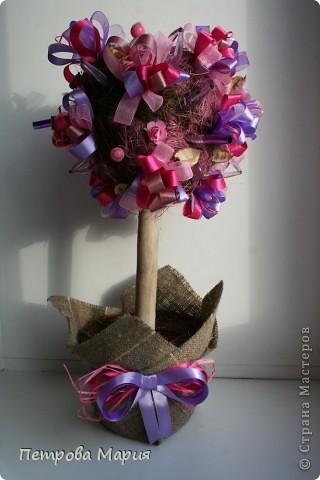 """Не очень удалась форма сердца у кроны дерева. Декор для дерева сделан из китайских колокольчиков """"песнь ветра"""" фото 1"""