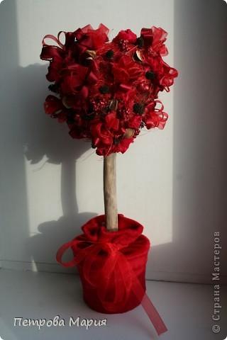 """Не очень удалась форма сердца у кроны дерева. Декор для дерева сделан из китайских колокольчиков """"песнь ветра"""" фото 3"""