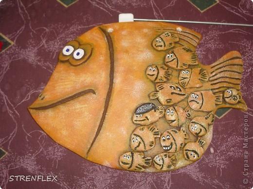 Эта рыбка-мамочка была сделана по МК ANAID, за что ей огромное спасибо! Рыбка была сделана в подарок заведующей моей кафедрой. А маленькие рыбешки это все сотрудники нашей кафедры. фото 8