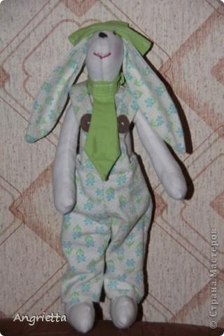 вот он какой подарочный Кролик это он стоит фото 1