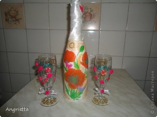 бутылочку и бокалы сделала в подарок для сестры и её мужа на 2-ую годовщину свадьбы  вид спереди фото 1