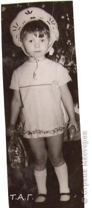 """У Татьяны Михайловны с такой любовью и ностальгией рассматривала старые карнавальные костюмы... http://stranamasterov.ru/node/116146#comment-1019764 и решила показать фотографии из своего """"архива"""" НОВЫЙ 1977 год (я вторая справа в первом ряду), корону из бусинок узнаете? фото 2"""