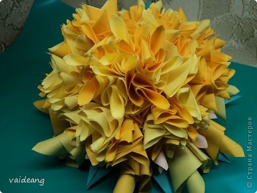 Наконец сделала  цветок под бархатцы.Пришлось делать на бумажный каркас ,снизу юбочка,а уж потом основа из листьев фото 1