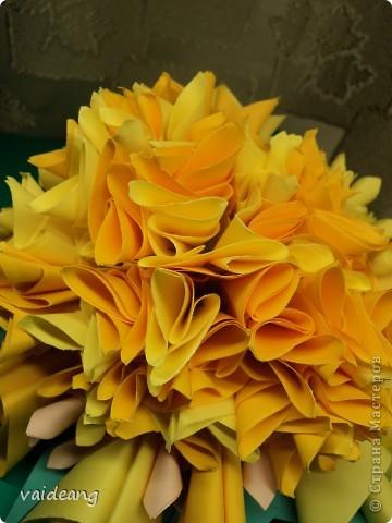 Наконец сделала  цветок под бархатцы.Пришлось делать на бумажный каркас ,снизу юбочка,а уж потом основа из листьев фото 2