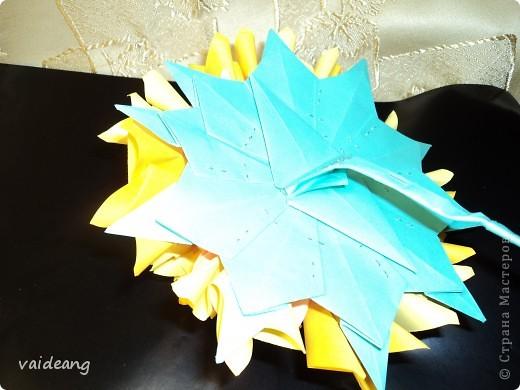 Наконец сделала  цветок под бархатцы.Пришлось делать на бумажный каркас ,снизу юбочка,а уж потом основа из листьев фото 5