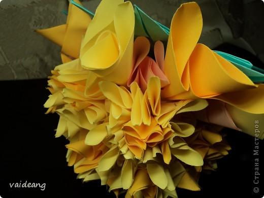 Наконец сделала  цветок под бархатцы.Пришлось делать на бумажный каркас ,снизу юбочка,а уж потом основа из листьев фото 4