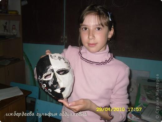 в нашей школе  очень хорошо играют в шахматы,а руководит этим объединением Рашит Ибрагимович.Вот и вдохновило Наилю сделать маску победителю школьного шахматного тура.