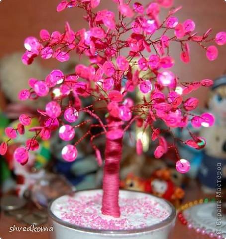 Дерево в розовых тонах