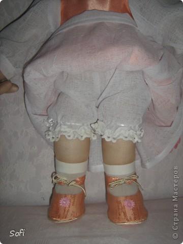 Доброго времени суток .Наконец - то дошила свою Златовласку.Девочка оказалась очень капризной, не хотела совсем одеваться.С прошлого года стояла только в нижнем белье, в конце концов я с ней договорилась и она принарядилась, а как - это уже судить Вам. Приятного всем просмотра. фото 5