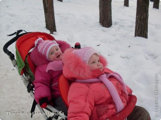 На территории детского сада обнаружили хороший снежный городок для малышни.Горка-печка,отделка- ткань.Выглядит ярко и красиво. фото 13