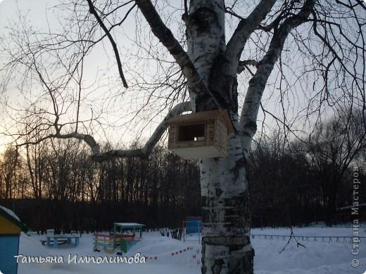 На территории детского сада обнаружили хороший снежный городок для малышни.Горка-печка,отделка- ткань.Выглядит ярко и красиво. фото 6