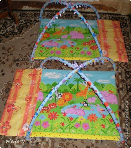 оранжевая полоска сбоку на липучке-чтобы увеличить коврик,когда ребенок подрастет фото 2