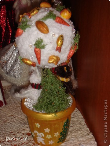 Это новогоднее дерево с символами года мне мама сделала в подарок. фото 2