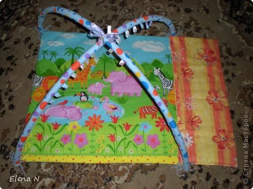 оранжевая полоска сбоку на липучке-чтобы увеличить коврик,когда ребенок подрастет фото 1