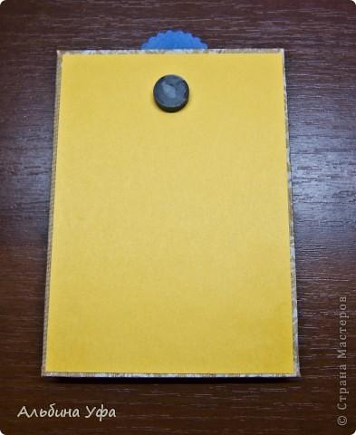 Как-то мне очень понравилось оформлять магниты. На этот раз решила сделать вот такие блоки для бумажулек. За основу взяла плотный картон (в пачке офисной бумаги его прокладывают для жёсткости), обклеила картон салфеткой с использованием пищевой плёнки и утюга (кстати делала это первый раз, очень понравилось),оборотную сторону обклеила цветным картоном. Надпись и картинки  распечатала из интернета, очень уж понравились- позитивные такие. К основанию клеила на вспененный скотч. Бумагу офисную,цветную нарезала по размеру, один уголок каждой бумажки проколола угловым дыроколом, так же поступила и с кармашком,оформив край угловым дыроколом. Добавила карандашики.Вот вроде и всё. фото 3
