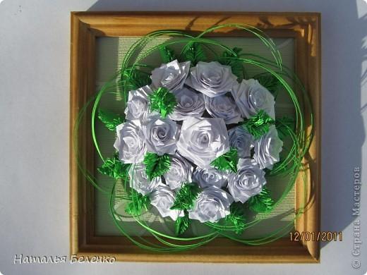 Здравствуйте, уважаемые жители СМ. Сегодня у меня еще один зимний букет - белые розочки в сочетании с еловыми веточками и травинки для декора. фото 7