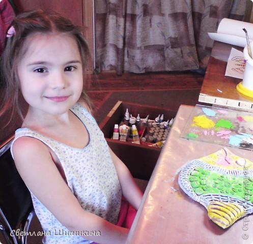 """Эту рыбку раскрасить мне помогала доченька. На ней Радочка училась росписи так сказать """"сухой кистью"""" (я не знаю как эта техника росписи называется, и называю её так). Я только украсила контурами и приклеила реснички. фото 7"""